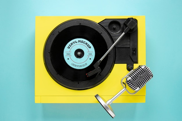 Composição com maquete de disco de vinil
