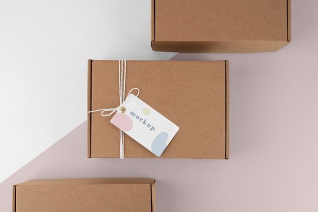Composição com maquete de etiqueta de caixa de artesanato