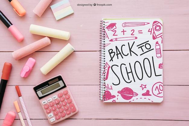 Composição cor de rosa para a escola