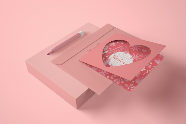 Composição de alto ângulo para o dia das mães com cartão