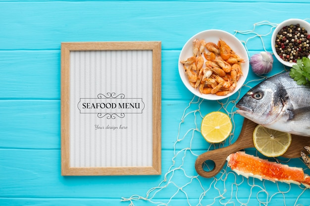Composição de comida do mar plana leigos com maquete de quadro