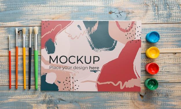 Composição de conceito de artista plana leiga com maquete de cartão