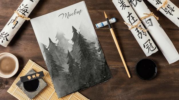 Composição de elementos de tinta chinesa com maquete de papel