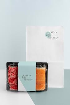 Composição de fast food japonês com embalagem mock-up