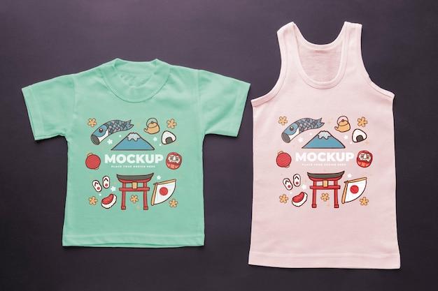 Composição de mock-up de camiseta japonesa de vista superior