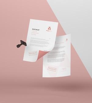 Composição de mock-up de papel e selo