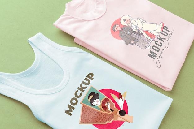 Composição de mock-up de t-shirt japonesa de ângulo alto