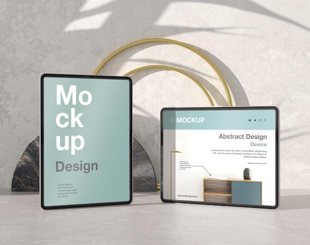 Composição de mock-up para tablet com pedra e elementos metálicos