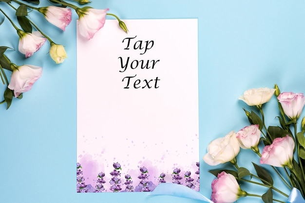 Composição de quadro com espaço vazio no papel central feito de eustoma rosa florescendo maquete