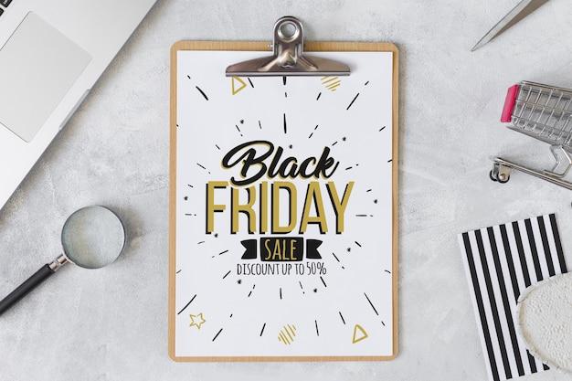 Composição de sexta-feira preta com prancheta