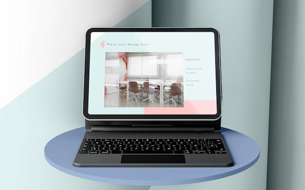 Composição de tablet moderno com teclado conectado