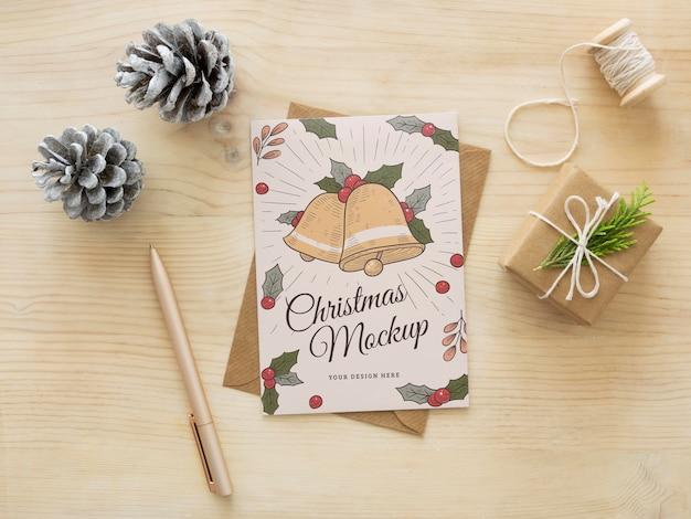 Composição de véspera de natal com maquete de cartão