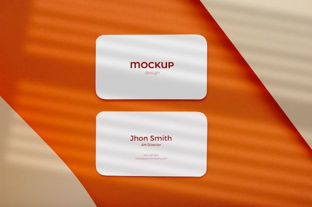 Composição minimalista da maquete do cartão de visita feita com figuras geométricas em tons de terra