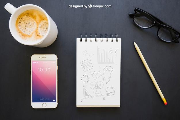 Composição moderna da mesa de escritório