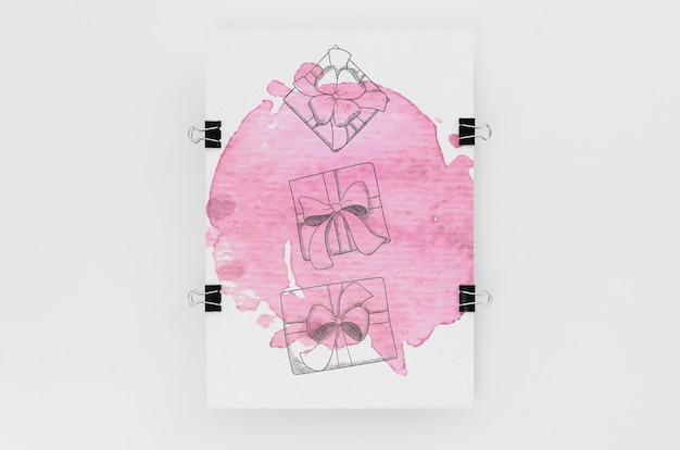 Composição plana leiga com maquete de cartão no fundo branco