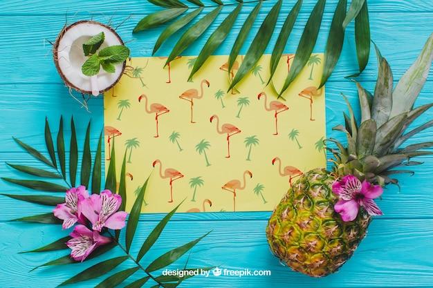 Composição tropical do verão com abacaxi