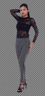 Comprimento total da mulher asiática dos anos 20 com vestido preto fashion de manga comprida e calça. garota de pele bronzeada fica de pé e expressa emoção, sentindo poses fortes sobre um fundo branco isolado