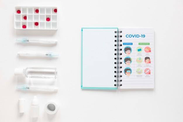 Comprimidos ao lado do caderno