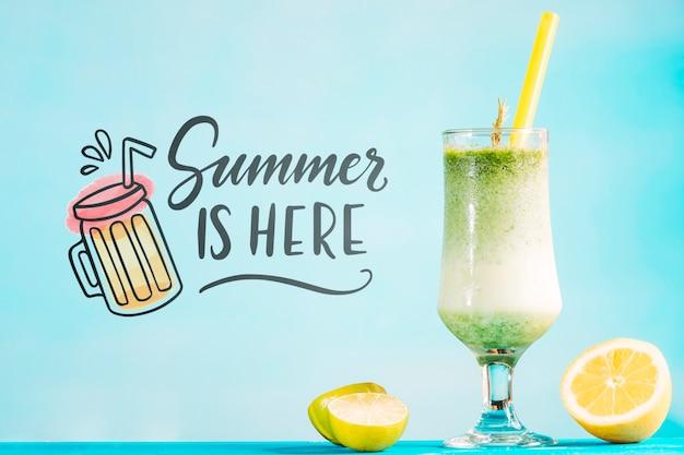 Conceito cocktail de verão com maquete copyspace