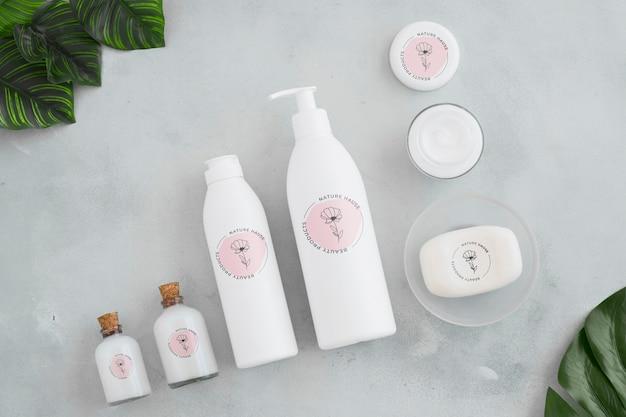 Conceito de banho de vista superior com produtos de higiene pessoal