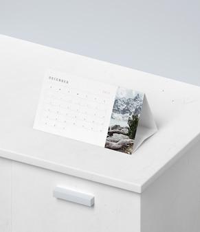 Conceito de calendário em papelão mock-up