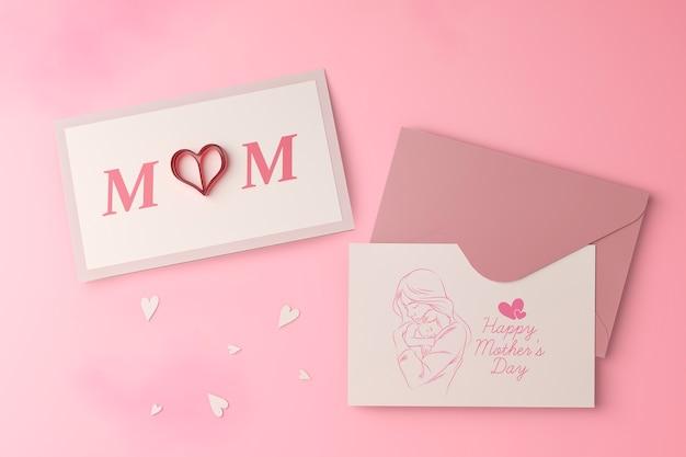 Conceito de cartão e envelope de dia das mães com maquete
