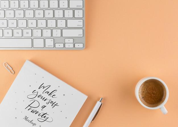 Conceito de escritório em casa com café