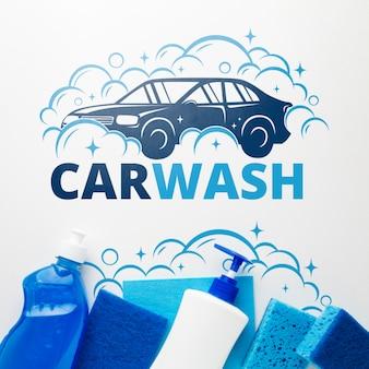 Conceito de lavagem de carro com líquidos de lavagem