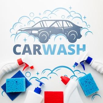 Conceito de lavagem de carro com produtos de limpeza