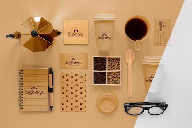 Conceito de marca de café com vista superior dos grãos