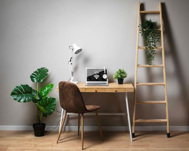 Conceito de mesa com laptop