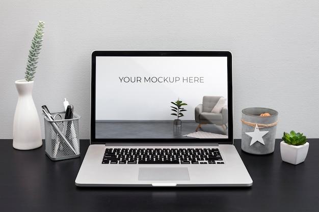 Conceito de mesa de escritório com maquete