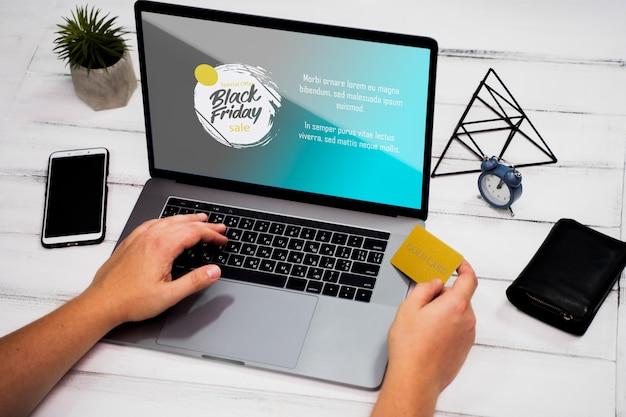 Conceito de sexta-feira preta com laptop mock-up