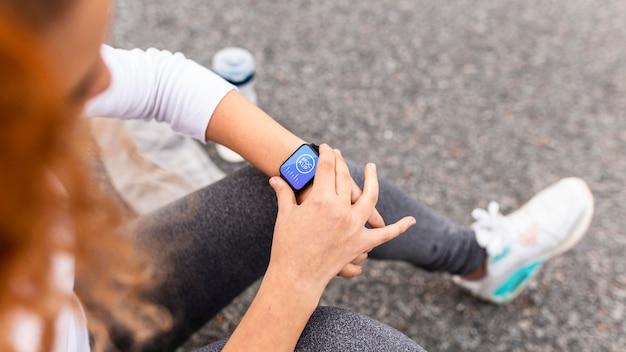 Conceito de tecnologia com maquete de smartwatch