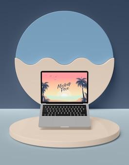Conceito de verão com laptop