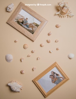 Conceito de verão com quadros e conchas marinhas