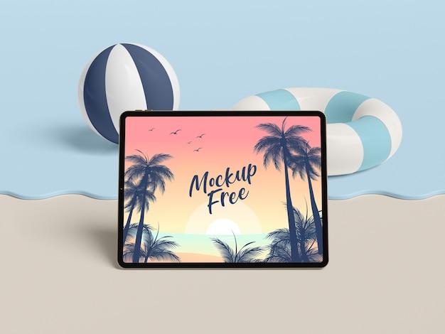 Conceito de verão com tablet e mar