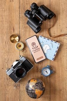Conceito de viagens com maquete de telefone
