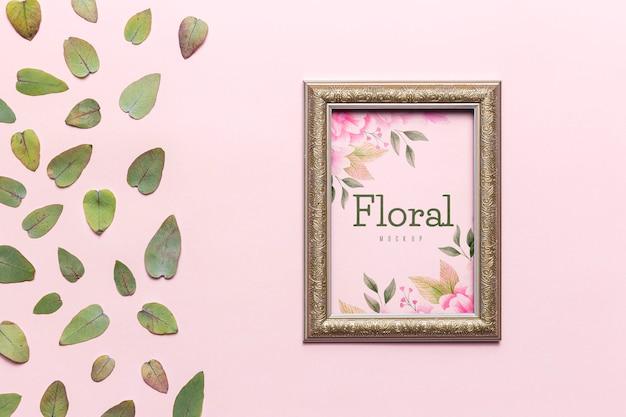 Conceito floral com folhas e moldura