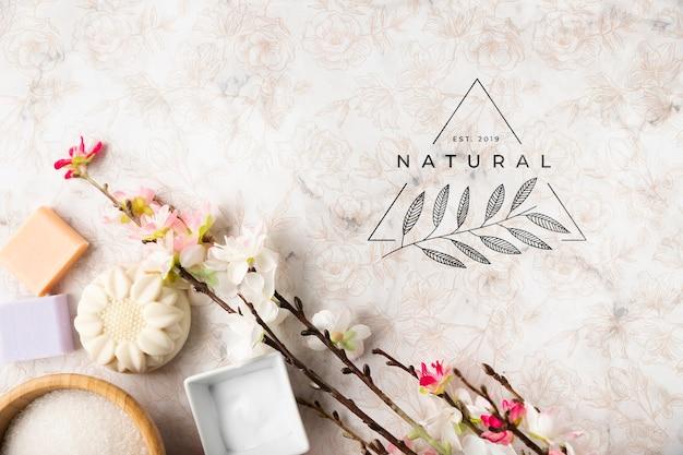 Configuração plana de produtos cosméticos naturais