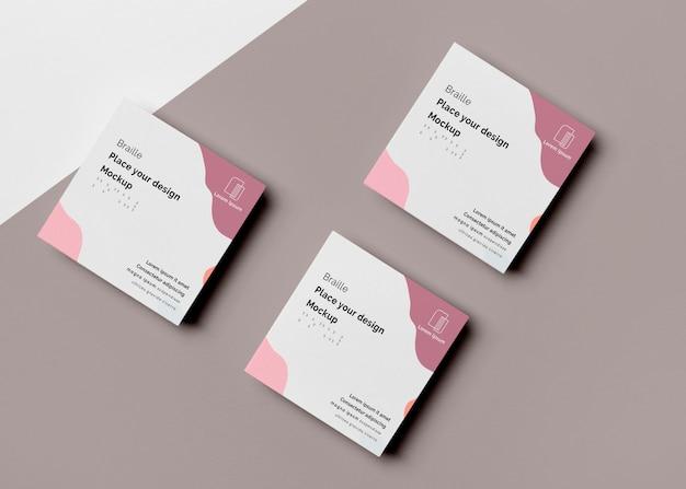 Configuração plana de três cartões de visita com design em braille