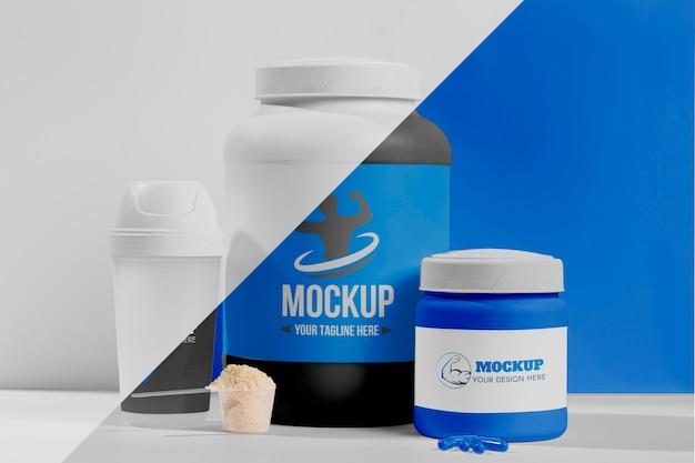 Conjunto azul de proteína em pó e pílulas de fitness