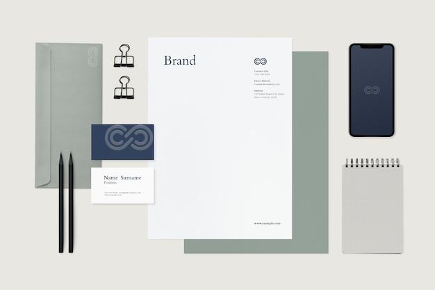 Conjunto de artigos de papelaria de maquete de identidade corporativa