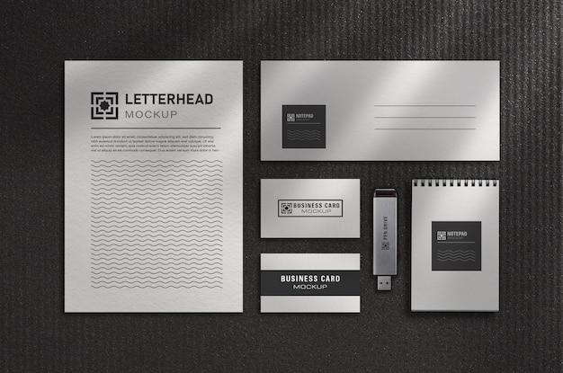 Conjunto de maquete de papelaria de escritório moderno com fundo preto e branco
