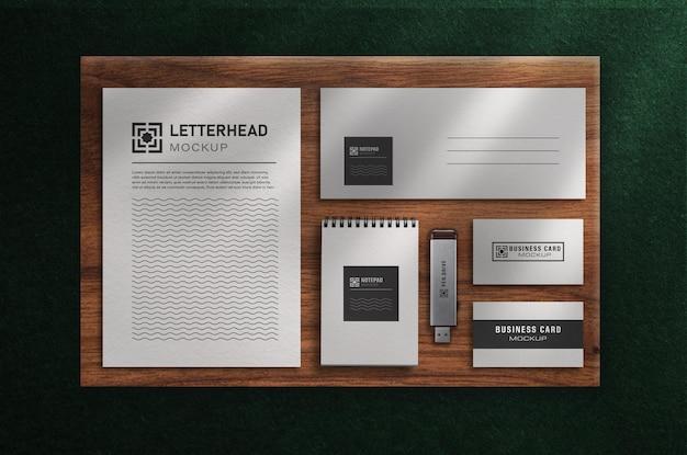 Conjunto de maquete de papelaria de escritório moderno com vista superior