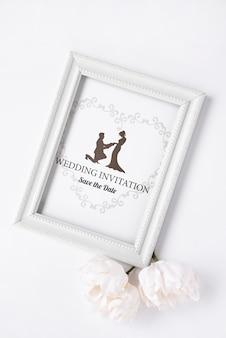 Convite de casamento artístico em uma configuração plana