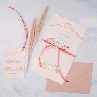 Convite de casamento bonito com fita