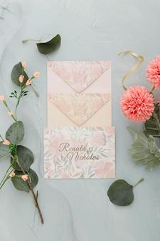 Convite de casamento com envelopes