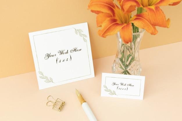 Convite de maquete e cartão de nome