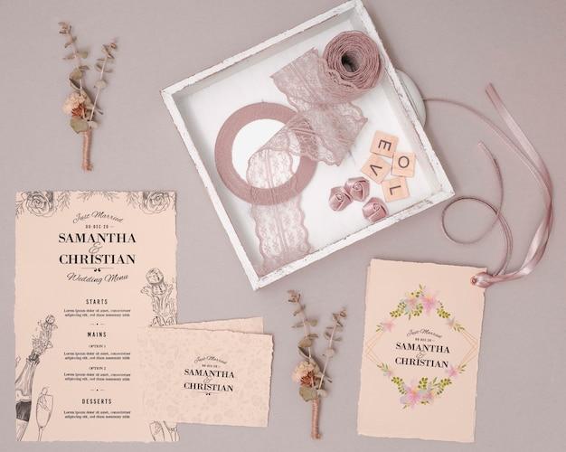 Convites de casamento de vista superior
